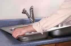 Сантехник в Шелехове. Услуги сантехника – установка раковины на кухне. город Шелехов